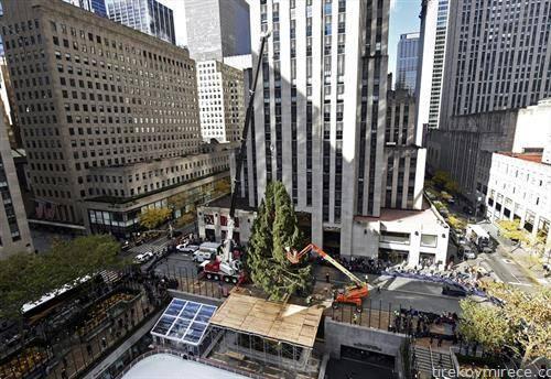 се постави новогодишната елка пред Рокфелер центарот во Њујорк