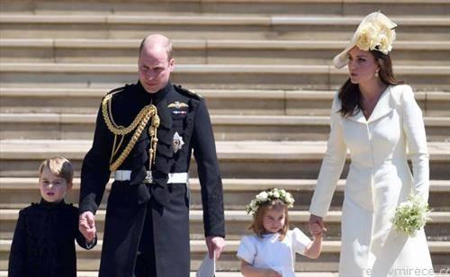 принцот Вилијамс на венчавката на брат му, со семејството