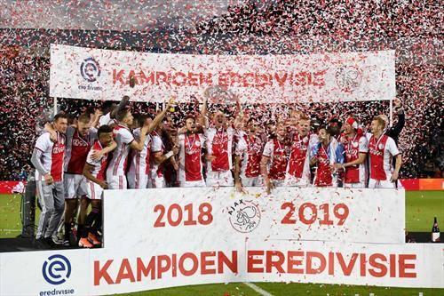 двојна круна, првенство и Куп во Холандија за фудбалерите на Ајакс
