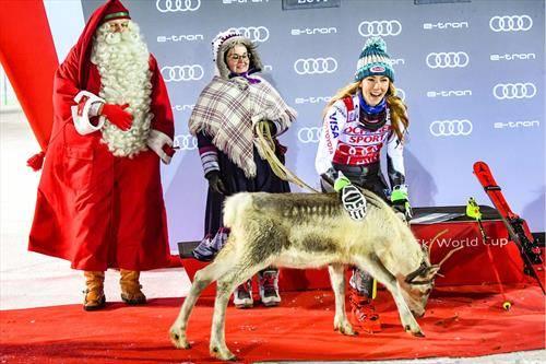 на победата во слалом во финскиот Леви, на Шифрин и честиташе Дедо мраз