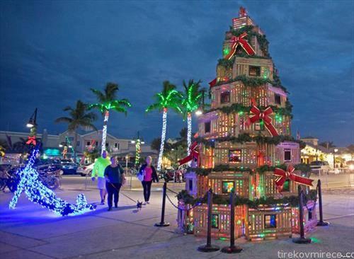 наместо божиќно дрво, божикна куќа во Ки вест на Флорида