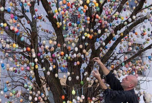 10 илјади велигденски јајца во германскиот град салифилд