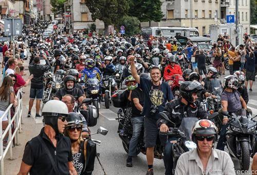 собир на мотористи во Пула