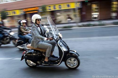 истакнати џентелмени се возеа на мотори низ скопје