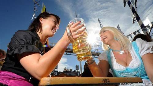 октобер фест минхен,  година беа продадени 7,3 милиони чаши пиво, што е за 200 000 помалку од лани. Гостите замезени со 129 волови и 29 телиња.