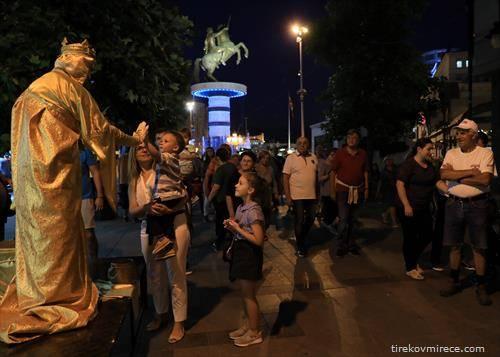 Фестивал на живи статуи  во Скопје другото лице на улицата