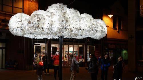 фестивал на светлото, во англиски град со облак од 6 илјади мали светилки