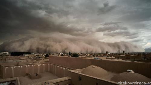 какви облаци во град во Иран, како бранови кои доаѓаат
