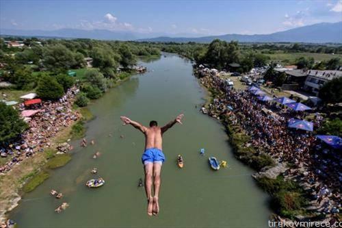 скокови од мост во Ѓаковица Косово
