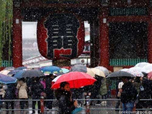 во Токио прв пат снег во ноември, по 54 години