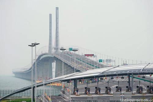 отвори најдолгиот морски мост вреден 20 милијарди долари од 55 километри, кој се градеше речиси девет години.
