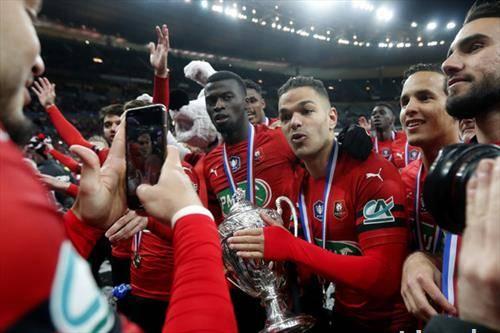 фудбалерите на Рен го освоија францускиот куп, откако губеа со нула два и славеа над ПСЖ  на пенали