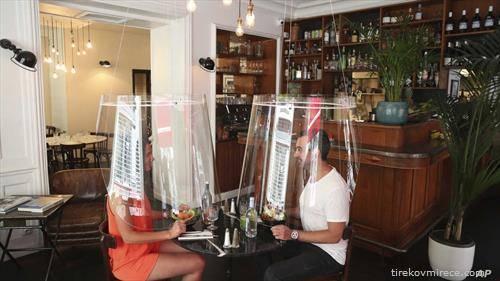 гости во ресторан во Париз