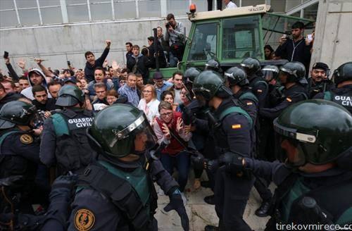 полицијата ги спречува Каталонците да гласаат за независност