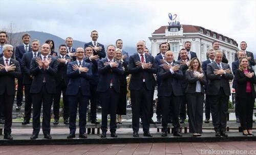 вака Владите на Косово и Албанија го поздравија регионот од Пеќ