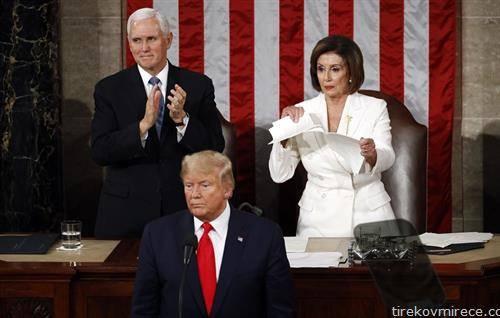 додека претседателот Трамп говореше во Сенатот, претседателката Ненси Пелоси го искина неговиот говор