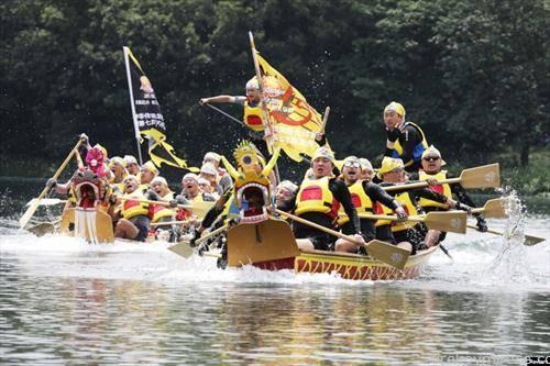 трка на чамци како змеј, во град во Кина