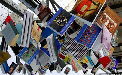 Книга на конец, во книжарница во Скопје