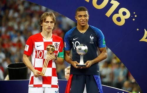 Хрватот Лука Модриќ најдобар фудбалер на СП, Французинот Мбапе најдобар млад фудбалер
