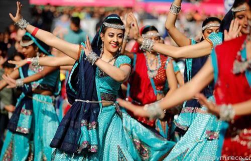 индиски танчарки на Трафалгар плоштадот во Лондон