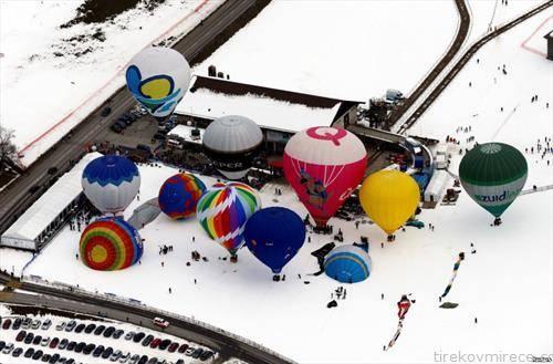 зимски фестивал на балони за летање во Швајцарија