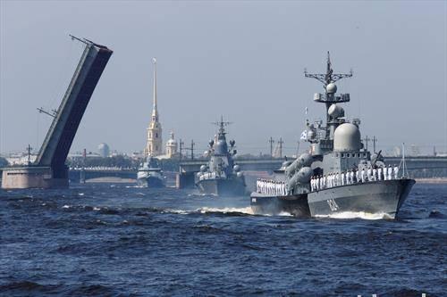 во Севастопол парада на руската морнарица