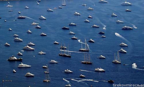 луксузни јахти пред Монако