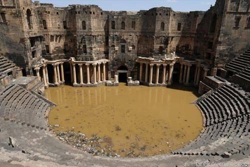 сцената на античкиот театар во сириски град под вода