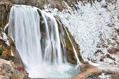 замрзнат водопад во близина на книн Хрватска