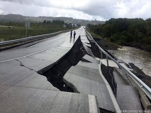, дотечена река однесе мост во Чиле