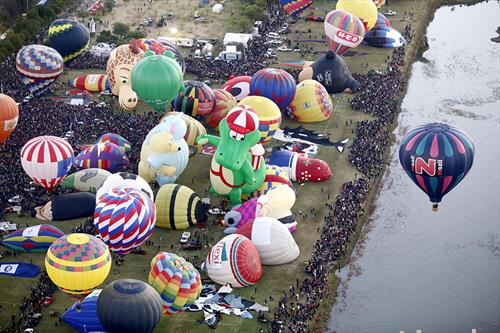 пред стартот   на воздушанта трка на балони во Франција