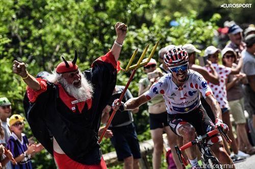 морнарица    велосипедисти на Тур д Франс го сретнаа и ѓаволот