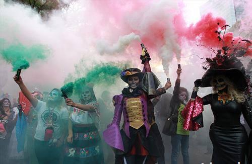 Луѓе на парадата Картинас во Мексико Сити