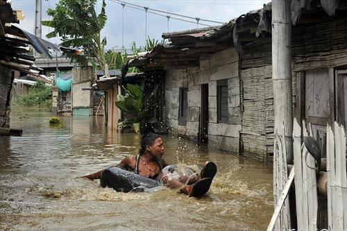 Големи поплави го зафатија регионот на Кали во Колумбија
