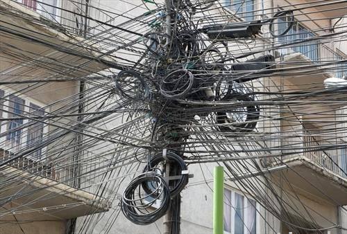 пајакова мрежа  од инсталации на улица од Ла паз, Боливија