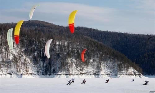 едрење на даска на снег во Сибир