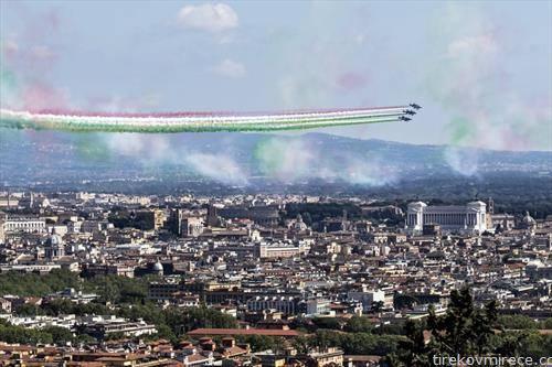 италијанска  авијација на вежба над рим