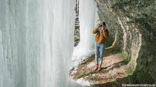водопадот во Лангенфелд висат 15 метри долги мразулци, Тој  е највисокиот природен водопад во германската покраина Долна Саксонија.