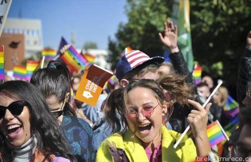 парада на гордоста во Приштина, под мотото -за кого ти бие срцето