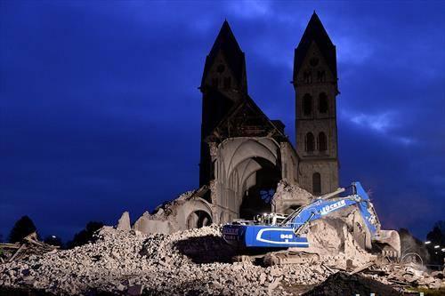 се руши катедрала во Австрија