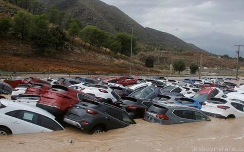 поплава  однесе нови автомобили во Шпанија