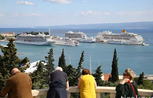 во сплит во еден ден дошле пет крузери и донеле пет илјади туристи