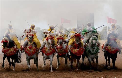 Традиционални марокански витези во текот на коњички натпревар во Ал-Џадида, Мароко
