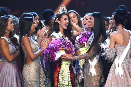 Филипинка е мис на универзумот кој се одржа во Тајланд