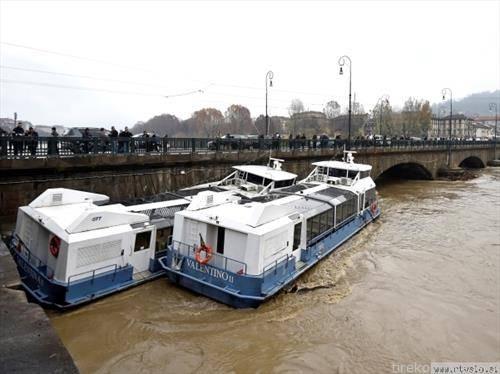 реката  По порасна и бродовите нема каде да се вкотват