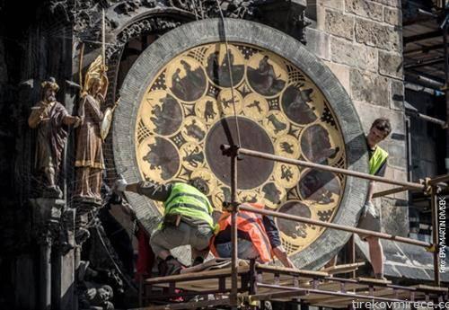 се поправа градскиот саат во Прага