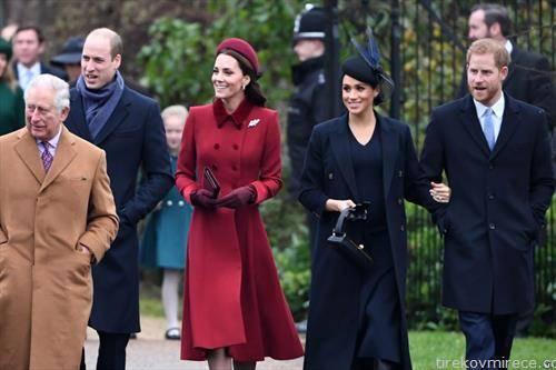 британското кралско семејство оди на Божикната миса