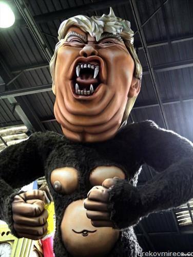 Џиновска кукла со ликот на американскиот претседател Трамп за време на големиот карневал во Ница