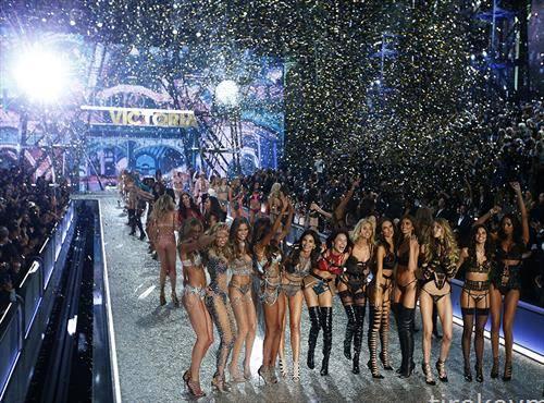 Модното шоу на Викторијас Сикрет 2016, во Гран Палас, Париз