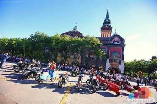 изложба на олд тајмери автомобили и  мотори во Суботица